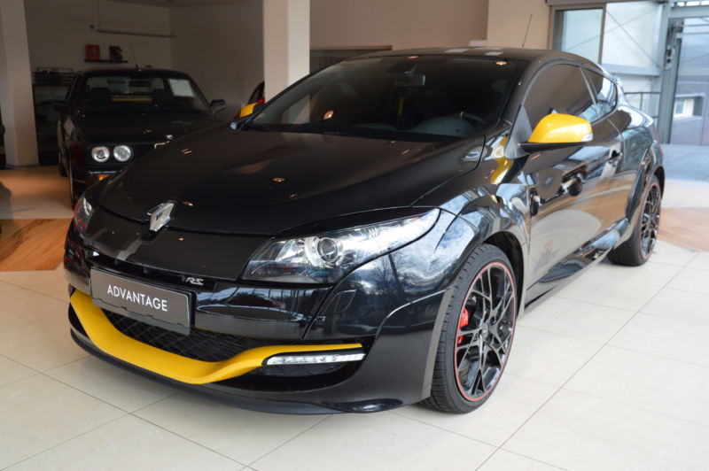 renault megane rs coupe red bull racing edition 265 cv transvialux automobiles. Black Bedroom Furniture Sets. Home Design Ideas