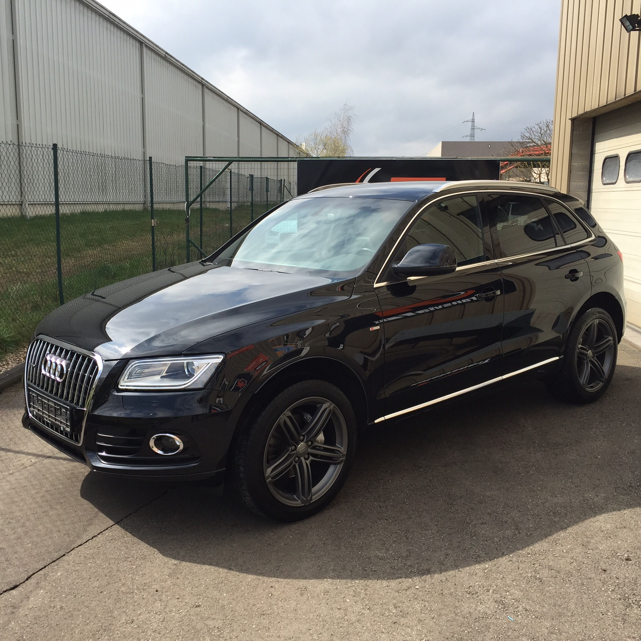 audi q5 2 0 tdi 177 s line quattro s tronic 7 transvialux automobiles. Black Bedroom Furniture Sets. Home Design Ideas