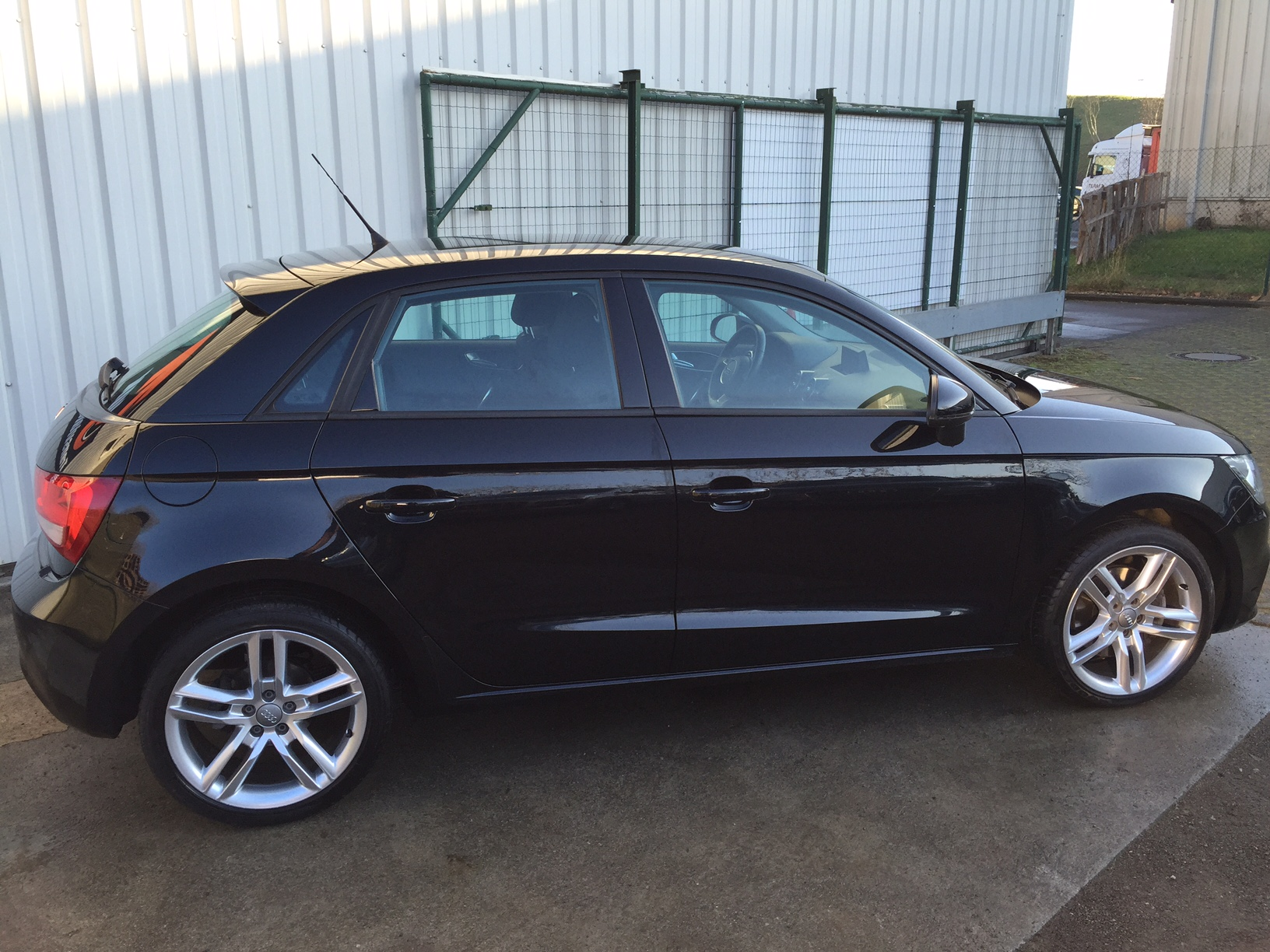 audi a1 sportback 1 6 tdi 105 ambition luxe transvialux automobiles. Black Bedroom Furniture Sets. Home Design Ideas